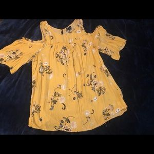 Torrid cold shoulder yellow floral top size 1x